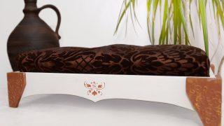 ウクライナ製のエキゾチックなドッグベッド/MyFancyCraft Wooden Dog Bed